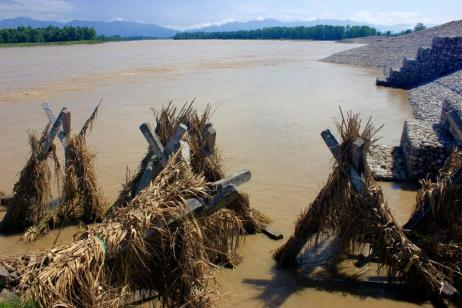 "Borrowed Strategies: ""Porcupine"" structures, inspired by traditional knowledge, constructed by the government from concrete pilings to protect the Karnali's banks until the permanent river training project can be extended to this stretch of the river."